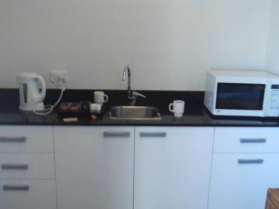 كامبريدج هوتل سيدني: travellers kitchen! 