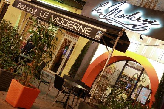 Le Moderne : Outside