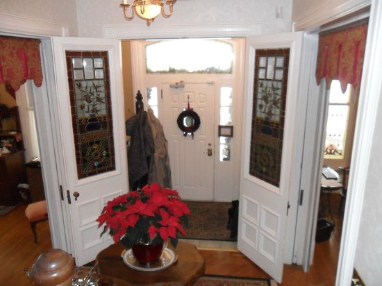 Secret Garden Bed & Breakfast Inn: The inside of the front door with its amazing stained glass doors.