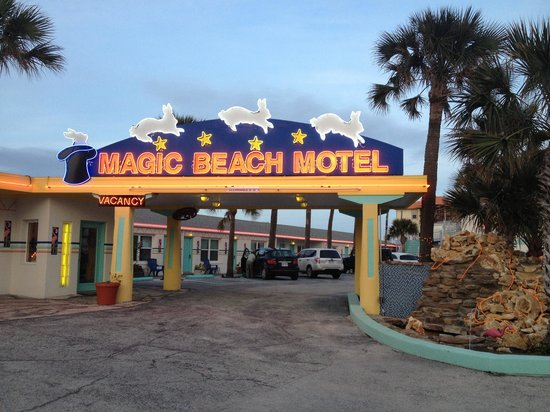 Magic Beach Motel: Outside