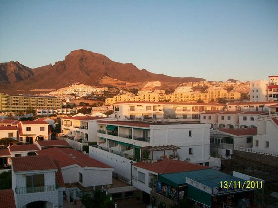 Los Geranios: View of the mountains are the sun goes down