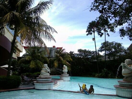 Grand Aquila Hotel Bandung: pool (60cm,30cm,130cm,180cm)