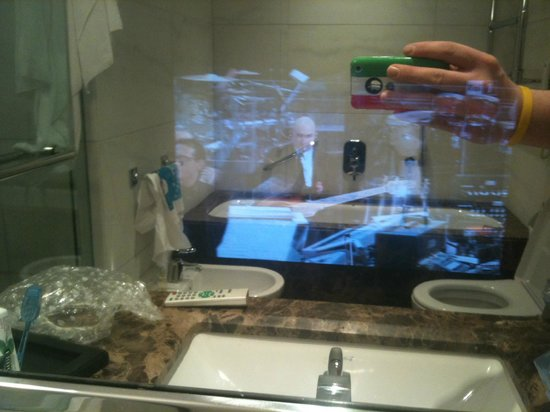 Melia Genova: bagno tv specchio
