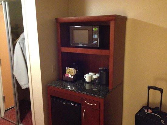 Hilton Garden Inn Pittsburgh/Southpointe : In-Room Microwave, Fridge and Coffee