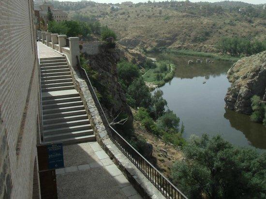 Victorio Macho Museum: 美術館の裏手から見えるタホ川の景色
