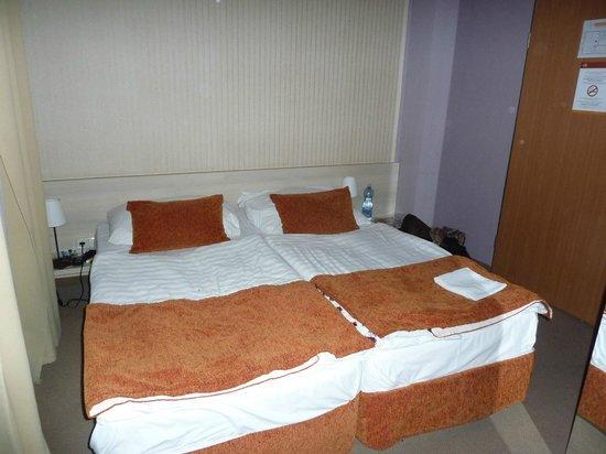 Star City Hotel: Bett, nach der Reinigung