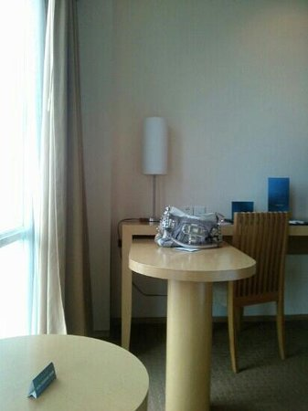 Novotel Bandung: desk in the room (1116)