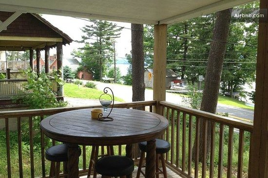 Lakeside Inn: Our front Porch with view of the lake..