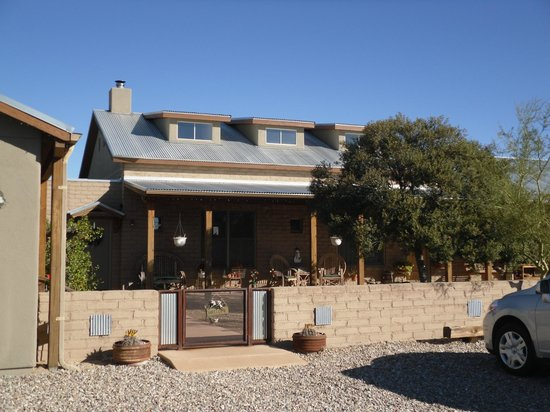 Desert Dove Bed and Breakfast: Front