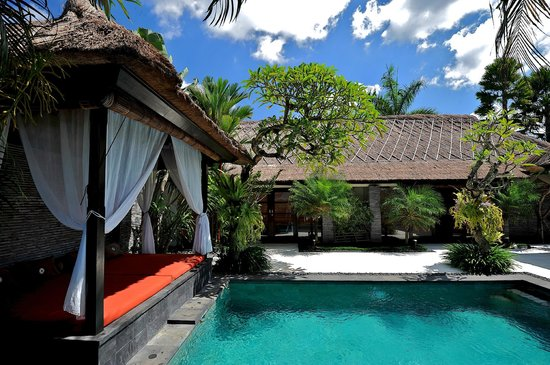 The Zala Villa Bali: Pool and Gazeebo for massage