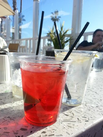 Hotel del Coronado: Weak drinks (but they are pretty and the view is great!!)