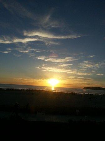 Hotel del Coronado: Sunset on the sundeck.
