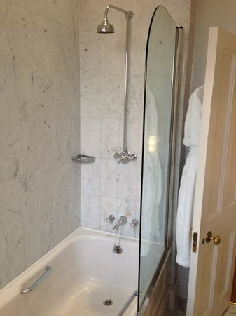 Queensberry Hotel: Great bath!