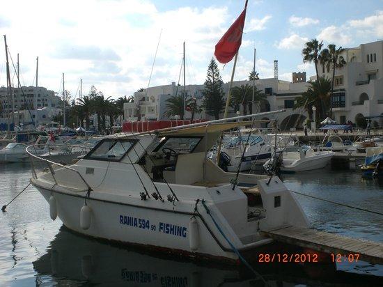 El Mouradi Palm Marina: Il Porto Turistico con la barca da pesca