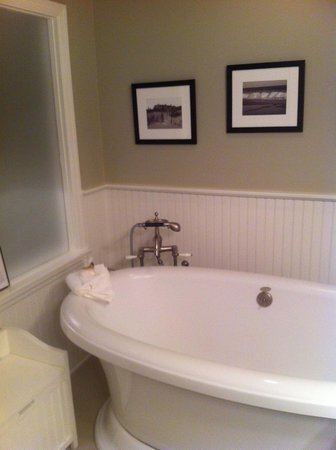 Mill House Inn: the victorian jacuzzi bath