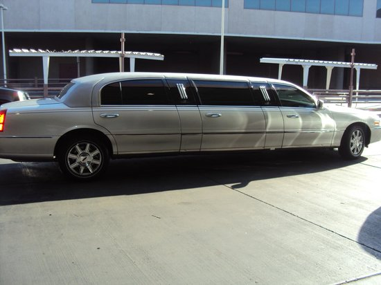 Hotel32 at Monte Carlo: The limo ride that takes you to and from airport