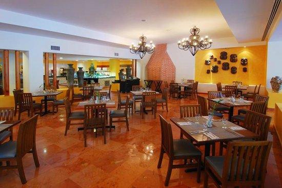 Oasis Palm Dos Lunas Restaurant