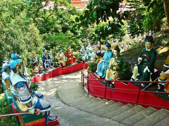Ten Thousand Buddhas Monastery (Man Fat Sze): Монастырь 10 000 Будд (1)