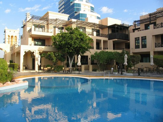 Novotel Bahrain Al Dana Resort: Poolbereich
