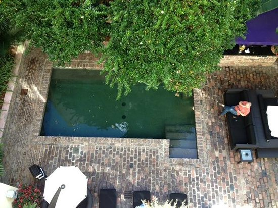 Hotel Le Marais: The view of the pool from our balcony room