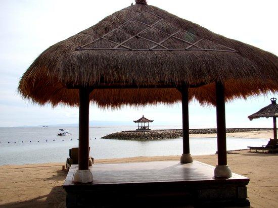 Bali Tropic Resort & Spa: Beach view