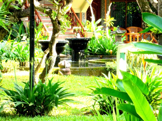 Bali Tropic Resort and Spa: Hotel grounds