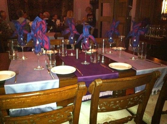 Chandani Indian & Vegetarian Restaurant: beautifully decorated table waiting to be used