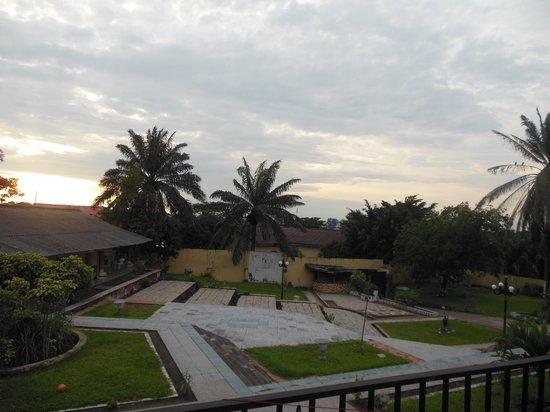 Nkita Lodge : Ampio giardino