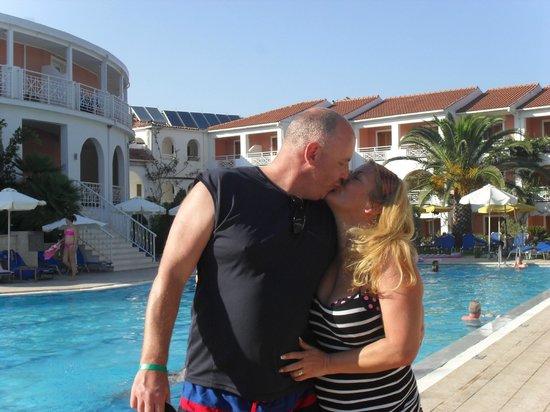Bitzaro Palace Hotel: David and Lesley at the pool