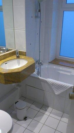 BEST WESTERN Hotel Sydney Opera: Salle de bains