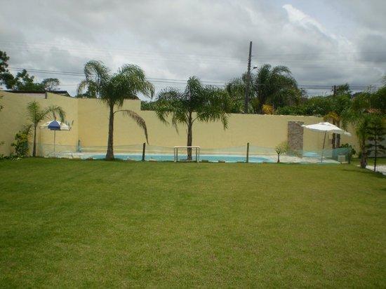 Pousada Magia do Sol: campo e piscina externa
