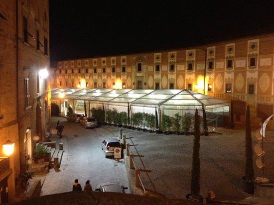 Hotel San Miniato: In town before the truffle festival