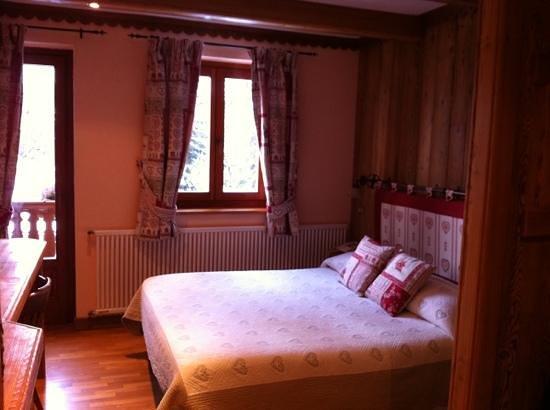 Hotel Chalet Plan Gorret: camera con terrazzo