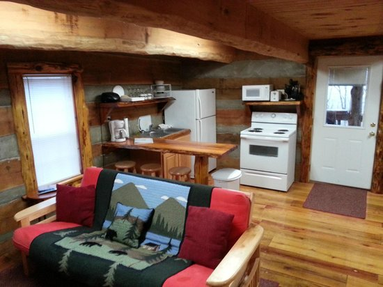 scenic veiw log cabins: Interior Skyy's Cabin Kitchen