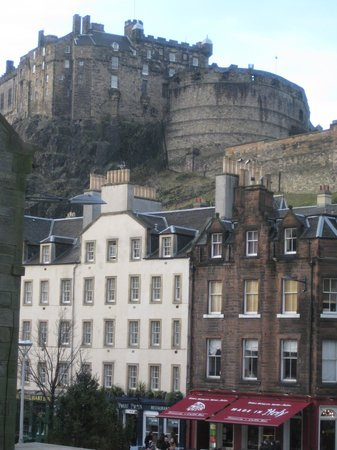Apex City of Edinburgh Hotel: The view from our room