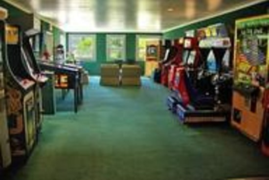 Avila Hot Springs Resort: Vintage Arcade