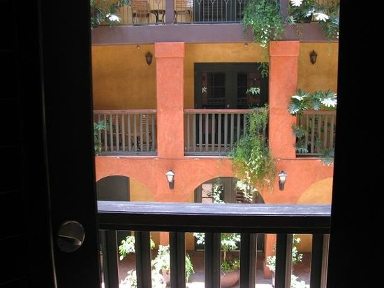 Hotel Valencia Riverwalk: Looking across the courtyard from our room