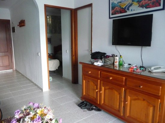 Tamaragua Apartments: view from living room towards one bedroom