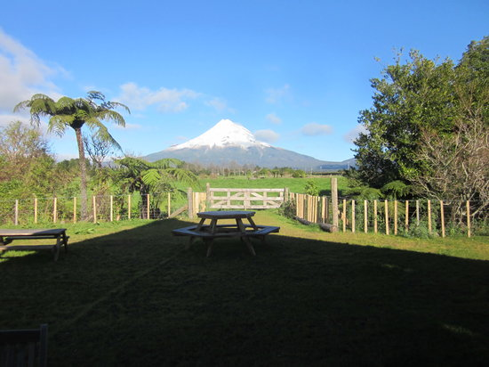 Volcanoview Restaurant: Mount Taranaki in the backyard