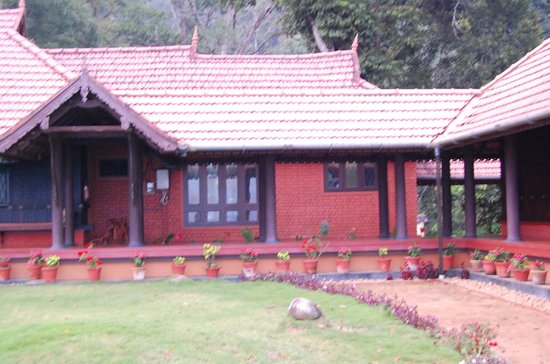 Kollenkeril Plantation Home-Stay Bungalow: Looking at Bungalow
