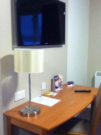 Premier Inn Swindon West (M4, J16) Hotel: TV