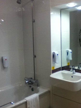 Premier Inn Swindon West (M4, J16) Hotel: Bathroom
