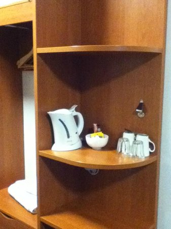 Premier Inn Swindon West (M4, J16) Hotel: Tea/coffee facilities