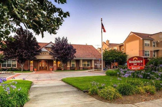 Residence Inn San Jose South: Gatehouse Entrance