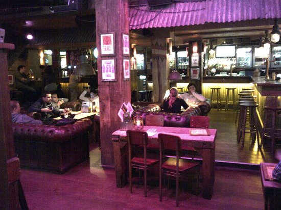 Coco's Outback: Bar