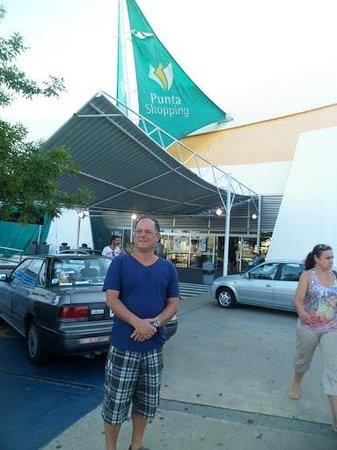 Atlantico Boutique Hotel: Shopping de Punta bem pequeno, ainda sem praça de alimentação, será inaugurada em breve