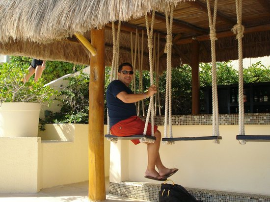 Tiki Hut With Wonderful Bartenders Picture Of Live Aqua Beach Resort Cancun Cancun Tripadvisor