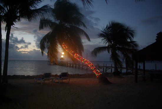 White Sands Inn: holiday lights at hotel