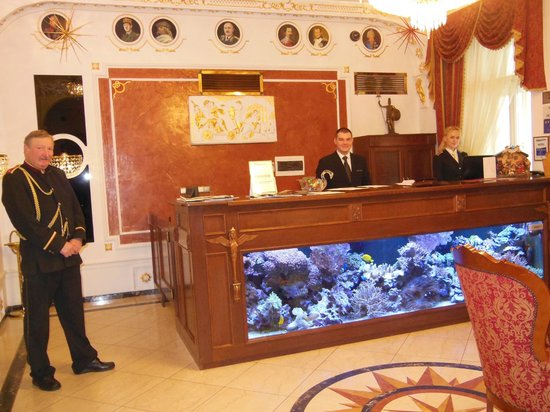 ‪‪Hotel General‬: L'aquarium de la réception