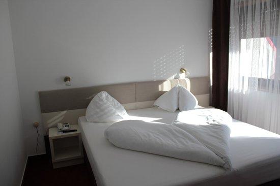 Hotel Schonblick: camera da letto